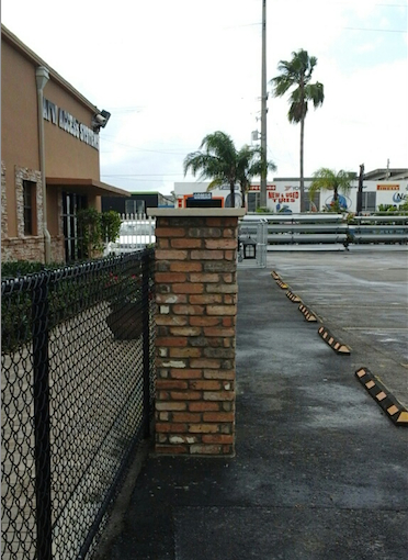 Old Chicago brick veneer column - Miami Stone Installer Showroom Sample